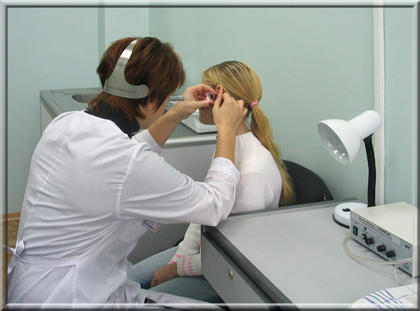 Отит - воспаление уха.  Принято разделять на два вида: наружный и средний.  Отит средний, в свою очередь, бывает...